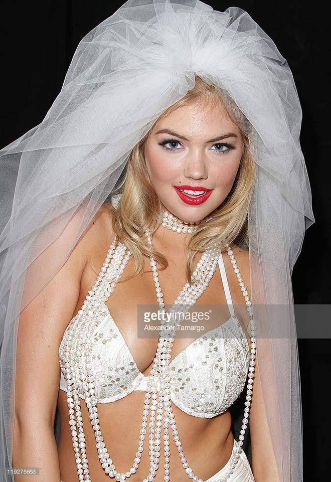 """""""Siêu vòng 1"""" Kate Upton lấy chồng siêu giàu là cầu thủ bóng chày - 9"""