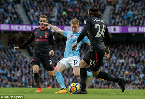 TRỰC TIẾP Man City - Arsenal: Jesus lập công, Man xanh tái lập cách biệt 2 bàn 27