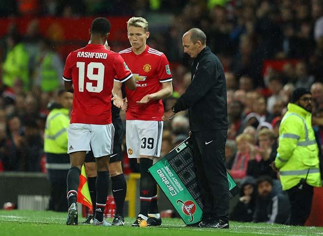 """MU mất bản sắc: """"Mỏ vàng"""" bị lãng quên, Mourinho chỉ biết """"đốt tiền"""""""
