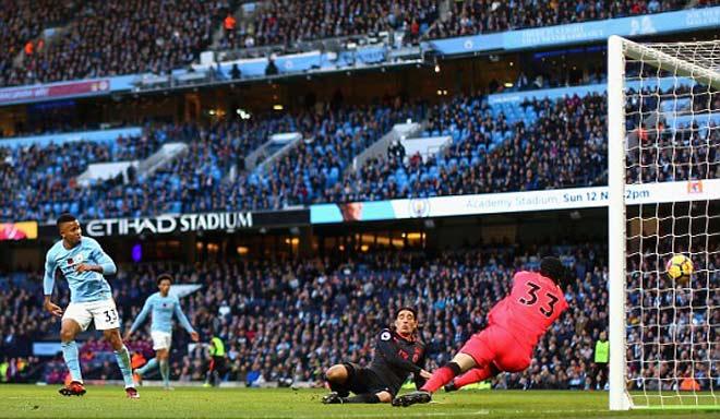 Tranh cãi: Man City ghi bàn việt vị, Arsenal phát điên 1
