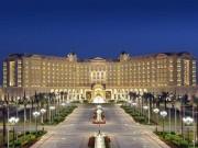 Bên trong khách sạn xa hoa cực độ giam hoàng tử ăn chơi nhất thế giới