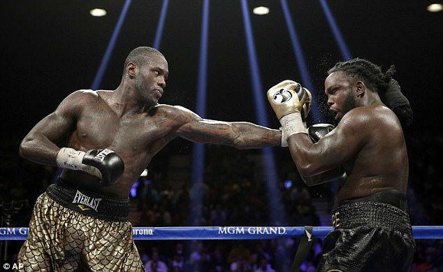 """""""Độc cô cầu bại"""" hạ gục kẻ thách thức, tuyên chiến vua boxing Anthony Joshua 1"""