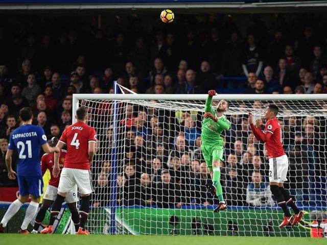 Đấu khẩu MU - Chelsea: Mourinho tự tin sẽ bắt kịp Man City 8 điểm 5