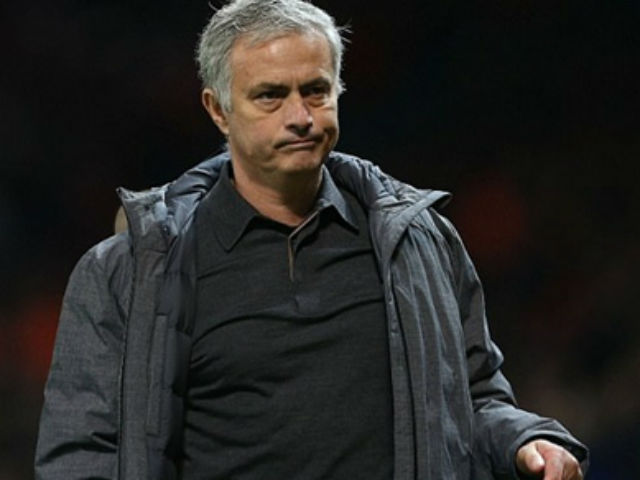 """Đấu khẩu MU - Chelsea: Mourinho nói """"cứng"""", bị Conte xem thường ra mặt"""
