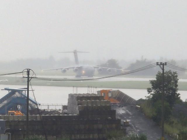 Siêu vận tải C-17 của Tổng thống Donald Trump đáp xuống Đà Nẵng