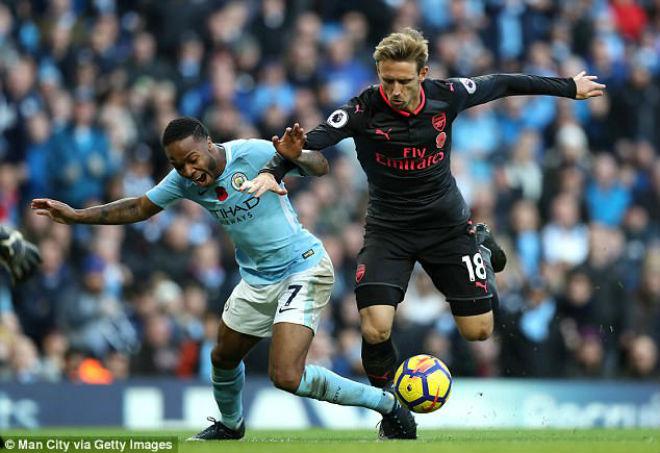 Arsenal thua đau Man City: Wenger cay cú trọng tài, Pep vỗ ngực tự hào 1