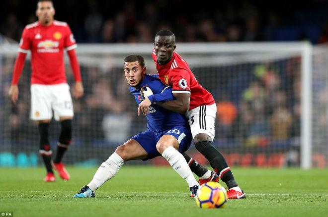 """Chelsea tưng bừng: Hazard thăng hoa, """"quần nát"""" hàng thủ MU 1"""