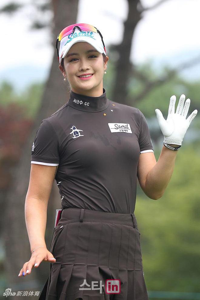 """Golf 24/7: Hot-girl Hàn Quốc tài giỏi, """"đẹp chim sa cá lặn"""" 2"""