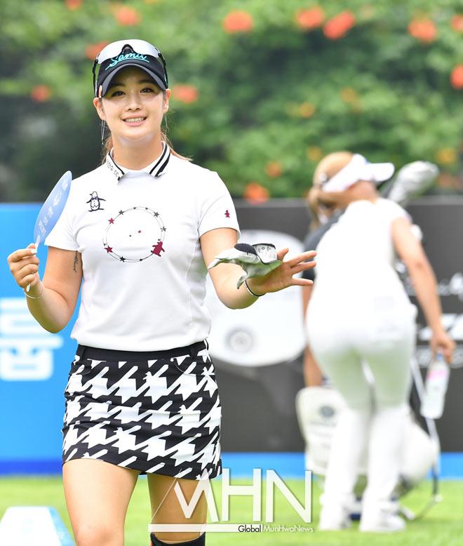 """Golf 24/7: Hot-girl Hàn Quốc tài giỏi, """"đẹp chim sa cá lặn"""" 1"""