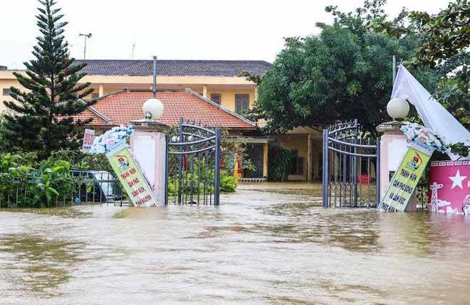 Hội An nước ngập đến nóc nhà, dân bắt đầu sơ tán - 10