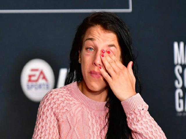 Tin thể thao HOT 6/11: Nữ võ sĩ UFC rơi lệ vì mất đai 1