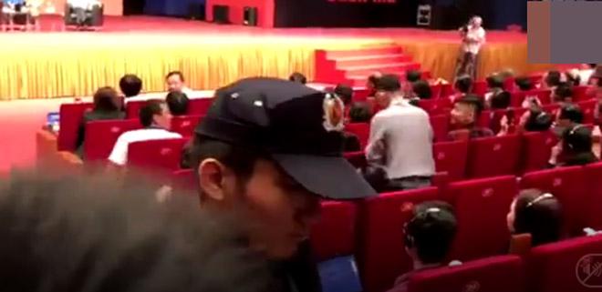 """""""Fan cuồng"""" vái lạy Jack Ma: """"Ngày đêm tôi mơ về ông ấy"""" - 3"""