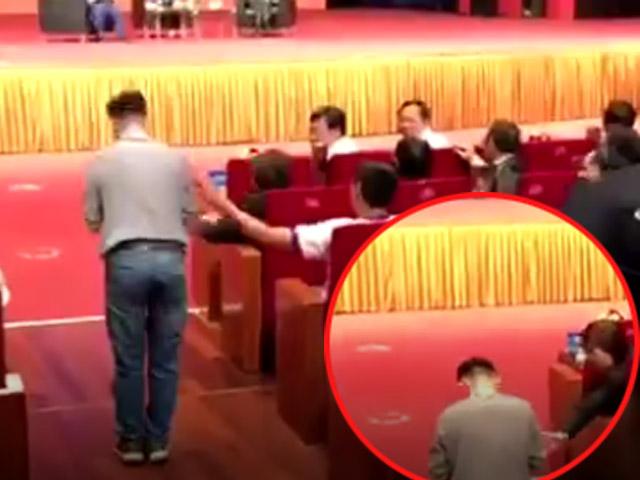 """""""Fan cuồng"""" vái lạy Jack Ma: """"Ngày đêm tôi mơ về ông ấy"""" - 1"""