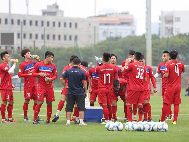 HLV Park Hang Seo sửa lỗi Công Phượng ở buổi tập đầu ĐT Việt Nam - 6