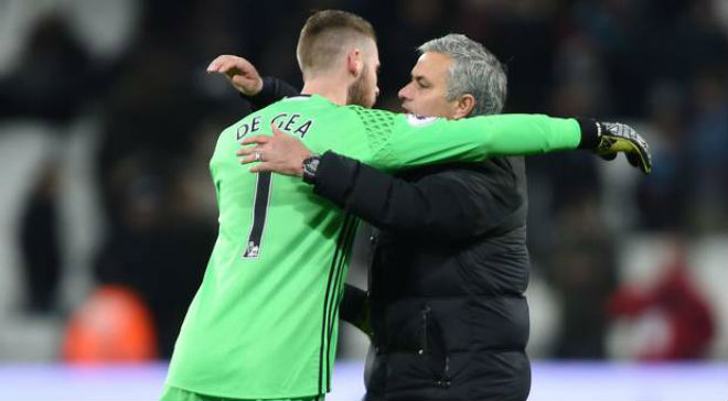 """Tin """"sét đánh"""" MU: Mourinho nhả De Gea cho Real, thay bằng """"Tiểu Buffon"""""""