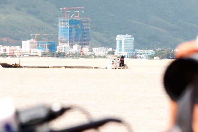 """Xót xa """"nghĩa địa"""" tàu hàng trăm tỷ chìm trên biển Quy Nhơn"""