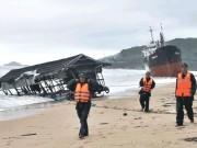 """Xót xa  """" nghĩa địa """"  tàu hàng trăm tỷ chìm trên biển Quy Nhơn"""