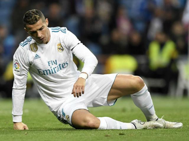 """""""Vua FIFA"""" Ronaldo tịt ngòi: Đàn em ở Real vượt mặt, sắp mất ngai vàng"""