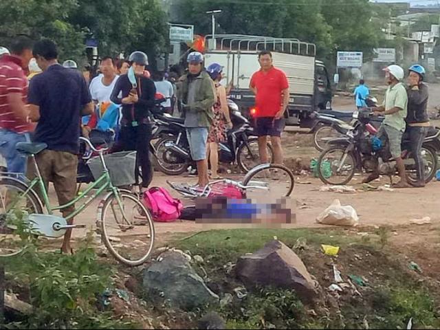 Xót xa bé gái tử vong trên đường đi học về, thi thể dính đầy đất
