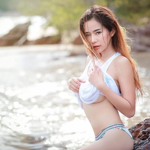 Cô giáo thể dục nổi danh đất Thái vì chăm diện áo chưa đầy gang tay - 2