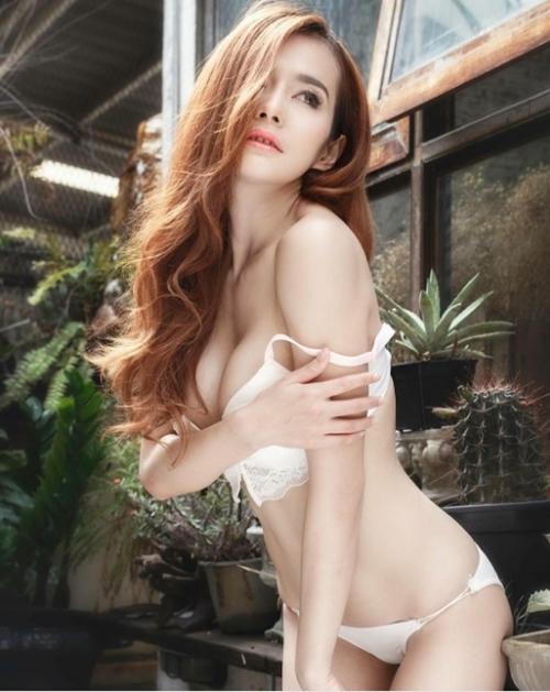 Cô giáo thể dục nổi danh đất Thái vì chăm diện áo chưa đầy gang tay - 14