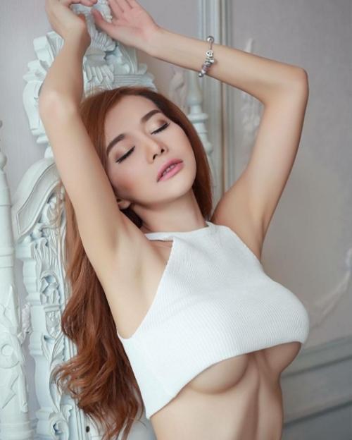 Cô giáo thể dục nổi danh đất Thái vì chăm diện áo chưa đầy gang tay - 12