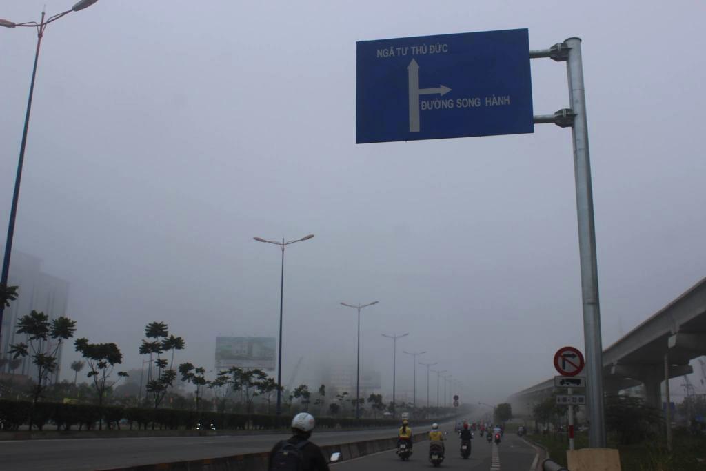 Ảnh: Sài Gòn bồng bềnh trong sương mù dày đặc - 3
