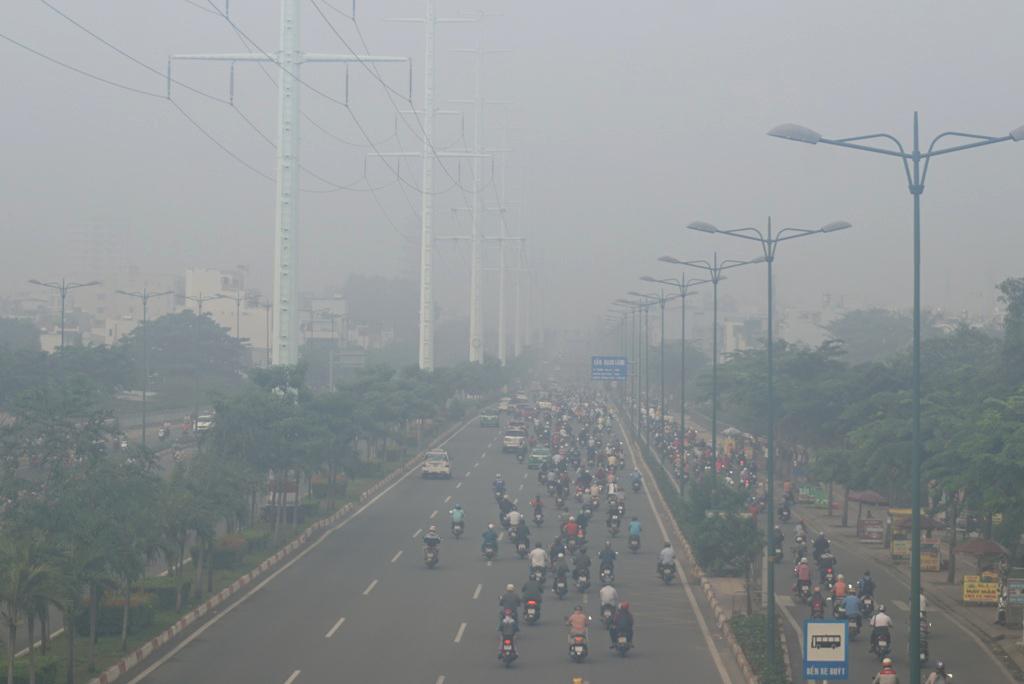Ảnh: Sài Gòn bồng bềnh trong sương mù dày đặc - 11