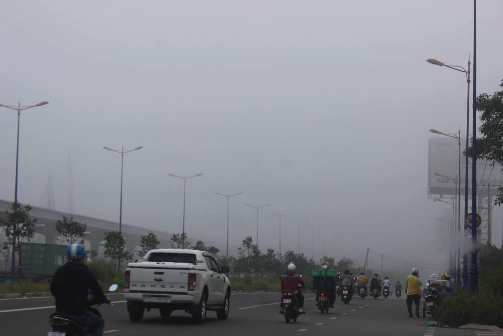 Ảnh: Sài Gòn bồng bềnh trong sương mù dày đặc - 12
