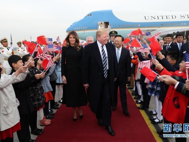 Tổng thống Philippines hát nhạc tình yêu tặng ông Trump - 1