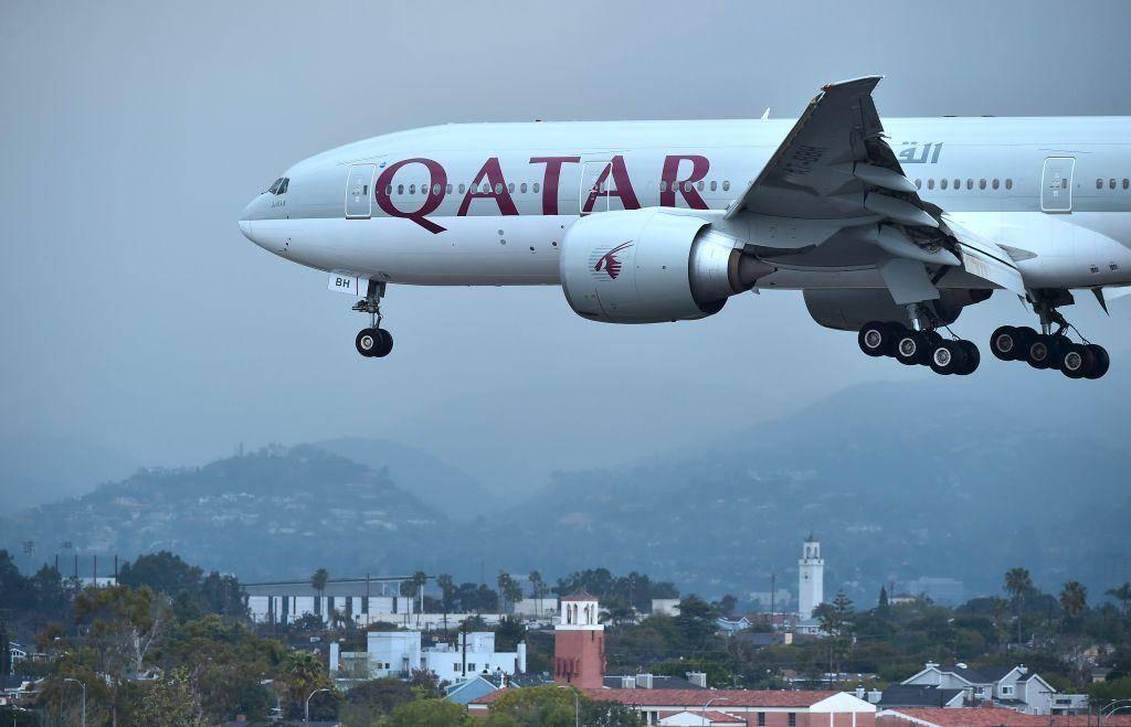 Vợ phát hiện chồng ngoại tình, máy bay chở khách phải hạ cánh khẩn cấp - 1