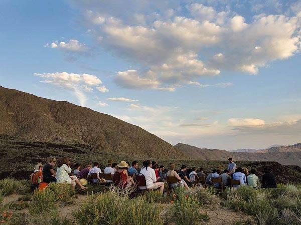 Cuộc sống tại ngôi trường đặc biệt giữa sa mạc chỉ có 30 sinh viên - 1