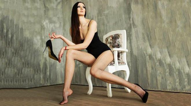 Nữ VĐV cao 2m06: Chân dài nhất thế giới 1m33, đi giày size 47 3