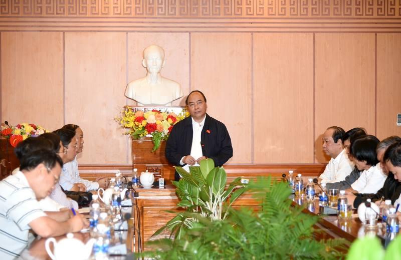 Thủ tướng lội nước nói chuyện với dân Hội An sau bão - 2