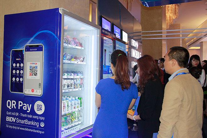 Thú vị với máy bán hàng tự động thanh toán bằng QR Pay - 2