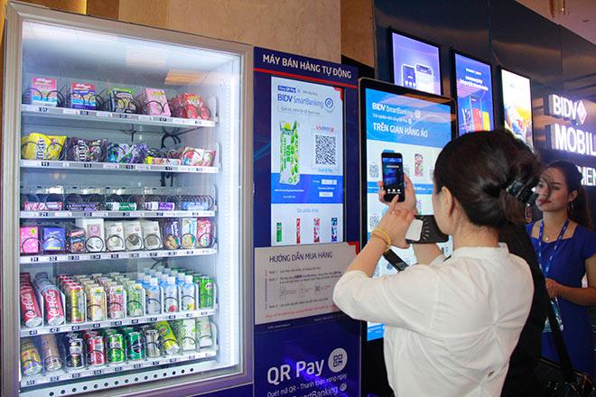 Thú vị với máy bán hàng tự động thanh toán bằng QR Pay - 1