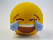 Cười ra nước mắt  là emoji được yêu thích nhất trên iPhone
