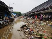 Lũ lịch sử  biến  Hội An thành  phố rác