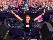 DJ huyền thoại Armin van Buuren khiến fan Sài thành nức lòng