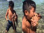 Phi thường - kỳ quặc - Cậu bé 10 tuổi dùng miệng cắn chết bạch tuộc