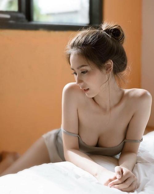 """Mỹ nữ Thái chuyên mặc đồ mỏng, hở bất chấp hoàn cảnh khiến bao anh """"xót xa"""" - 6"""