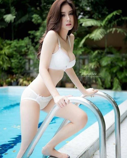 """Mỹ nữ Thái chuyên mặc đồ mỏng, hở bất chấp hoàn cảnh khiến bao anh """"xót xa"""" - 14"""