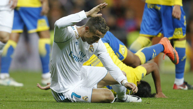 """Real đón sóng dữ: Ramos chỉ trích Ronaldo, Perez chọn """"người thừa kế"""" CR7"""