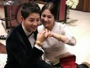 Vợ chồng Song Hye Kyo khoe quà cưới là vàng đeo đầy tay