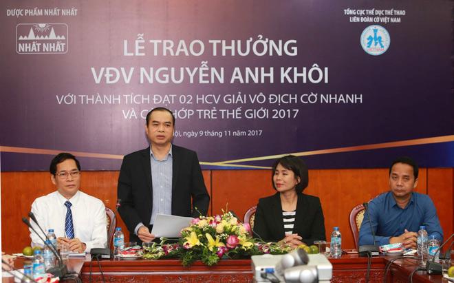 Kỳ thủ Nguyễn Anh Khôi nhận thưởng 69 triệu đồng từ Dược phẩm Nhất Nhất 3