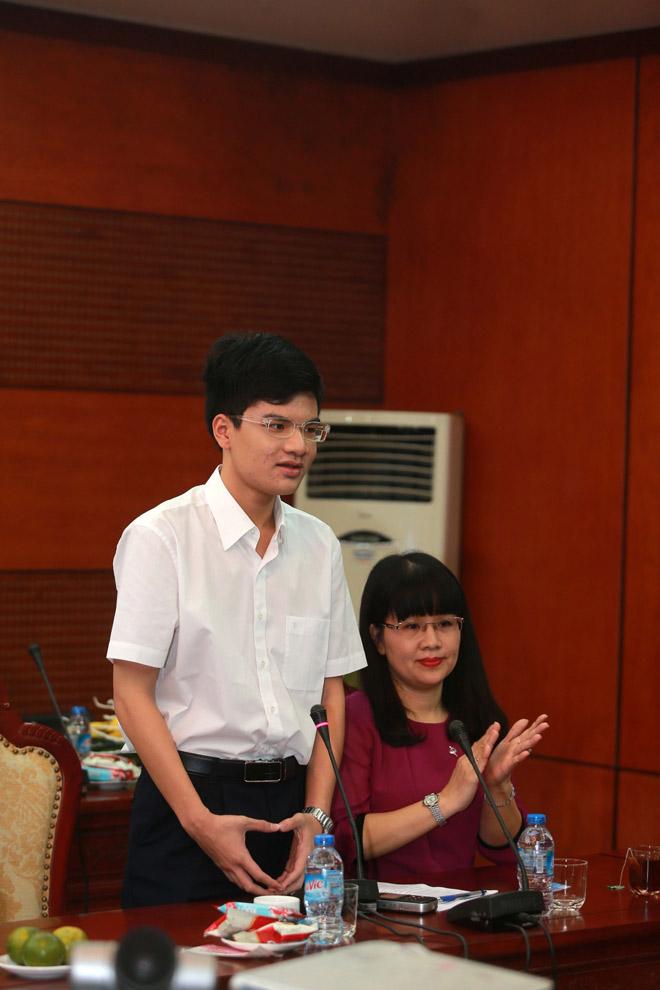 Kỳ thủ Nguyễn Anh Khôi nhận thưởng 69 triệu đồng từ Dược phẩm Nhất Nhất 4