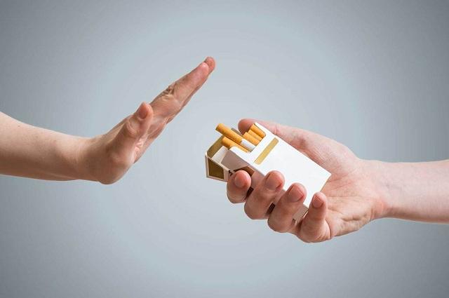 Tác hại không ngờ của khói thuốc đến đôi mắt - 2