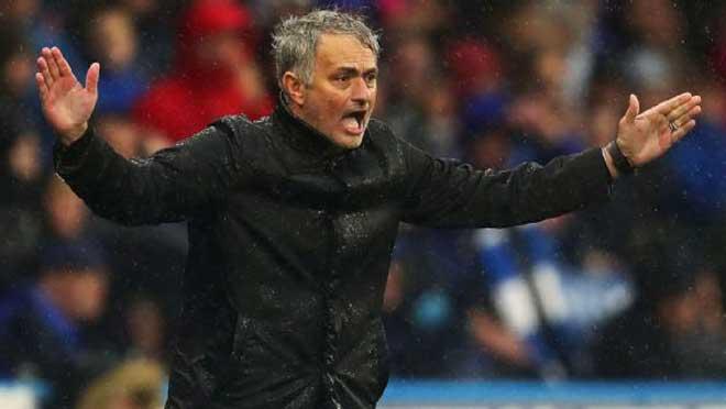 """Mourinho nhận tối hậu thư của MU: """"Ra đường"""" nếu bị Man City bỏ xa 1"""