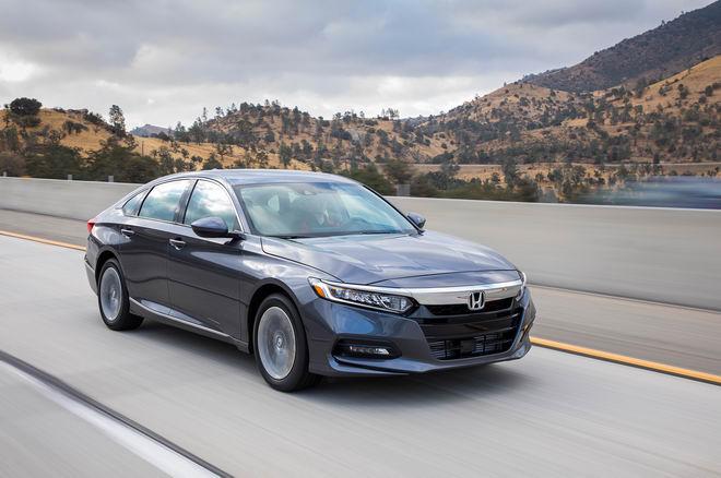 Trải nghiệm Toyota Camry 2018 và Honda Accord 2018 - 3