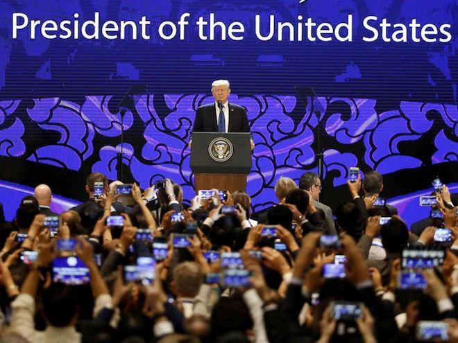Nóng 24h qua: Giải mã 2 tấm kính bên TT Donald Trump tại Đà Nẵng